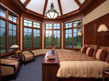 Guest bedroom at Tullymore Golf Resort.