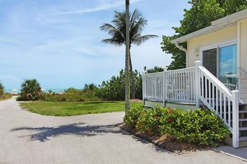 Exterior view of The Inns of Sanibel.