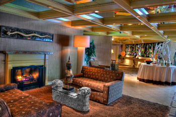 The lobby at Ascend Hotel Collection-The Woodlands Inn.