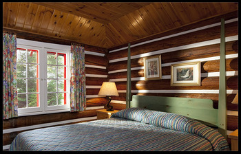 Cabin guest room at Killarney Lodge.