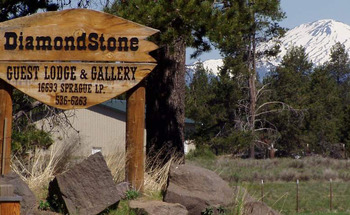 Welcome to DiamondStone Guest Lodges.