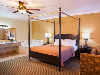 Jacuzzi guest room at Desert Quail Inn.