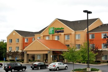 Exterior view of Holiday Inn Express Lapeer.