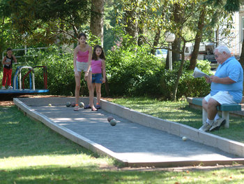 Resort activities at Chestnut Grove Resort.