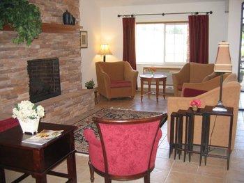 Lobby at Nichols Inn & Suites.