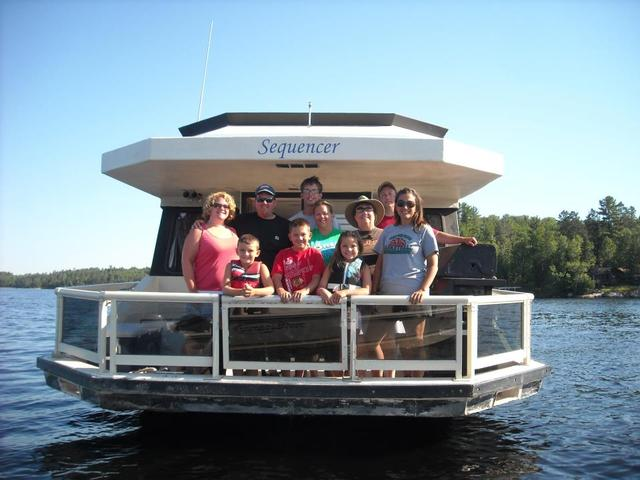Family at Voyagaire Lodge and Houseboats