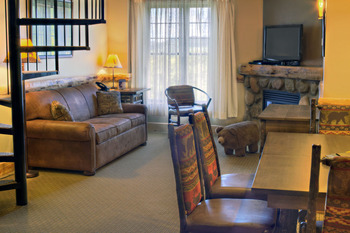 Guest living room at Hope Lake Lodge & Indoor Waterpark.