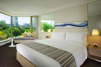 Guest room at Royal Pacific Hotel & Towers.