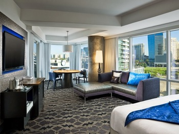 Guest room at W Dallas - Victory.