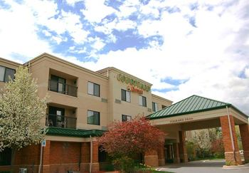 Exterior view of Courtyard Traverse City.