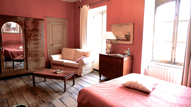Guest room at Château du Pont d'Oye.