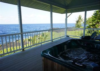 Vacation rental hot tub at Big Island Vacation Rentals.