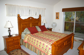 Cottage bedroom at Berkeley Springs Cottage Rentals.