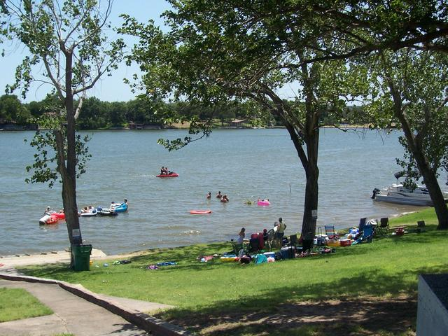 Top lake lbj fishing resorts cabins for Rio vista fishing spots
