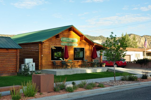 Bryce canyon inn tropic ut resort reviews for Bryce canyon cabin rentals