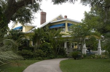 Exterior view of Harrison Bed & Breakfast.