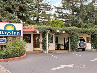 Exterior View of Days Inn Palo Alto