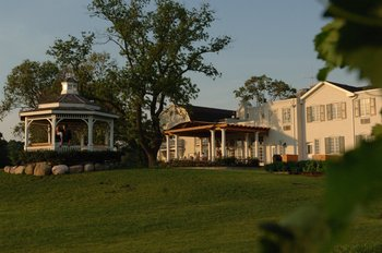 Exterior view of Riverbend Inn & Vineyard.