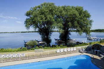 Outdoor pool at Delavan Lake Resort.