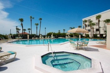 Rental outdoor pool at iTrip - St. Pete Beach.