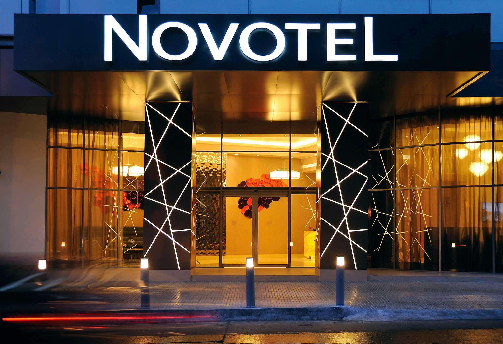 Exterior view of Novotel Toronto North York.