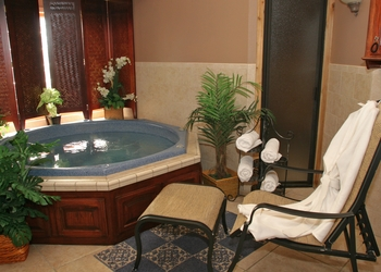 Hot tub at Tanglewood Resort and Conference Center.