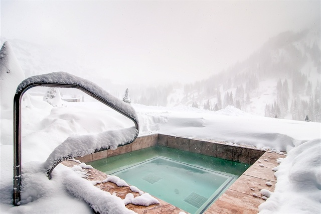 Mountain view hot tub at Snowpine Lodge.