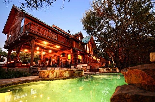 Log country cove burnet tx resort reviews for Log cabin resorts