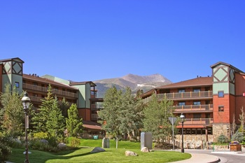 Exterior view of Great Western Lodging.