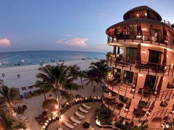 Exterior view of Condo Hotels Playa Del Carmen.