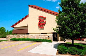 Exterior view of Red Roof Inn Erie.