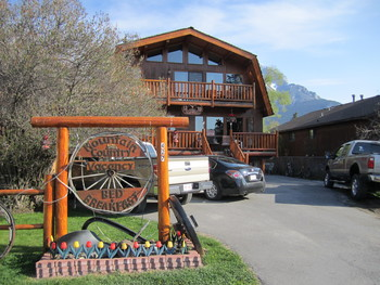 Exterior view of Mountain Country Bed and Breakfast.