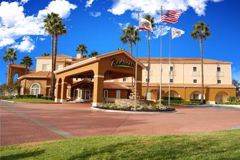 Exterior view of Radisson Suite Hotel Rancho Bernardo.