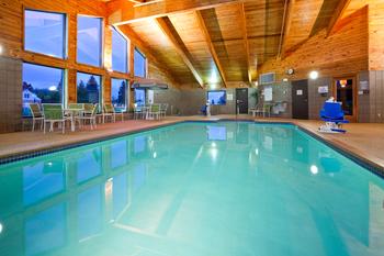 Indoor pool at AmericInn Lodge & Suites Two Harbors.