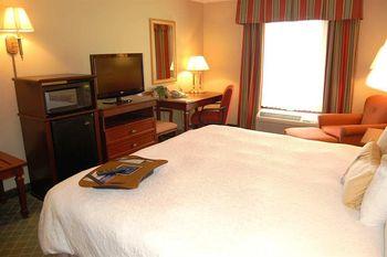 Guest room at Hampton Inn Stow.