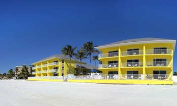Exterior view of Sandpiper Gulf Resort.