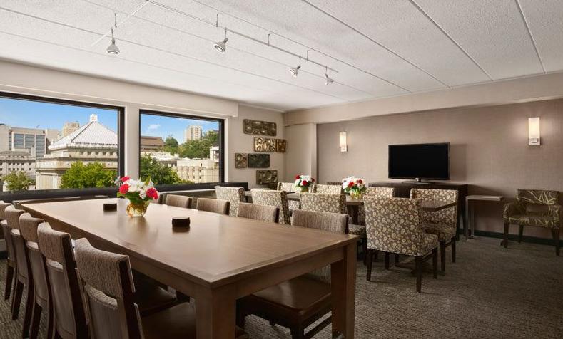 Club Level Lounge at Wyndham Pittsburgh University Center