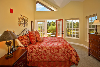 Luxurious bedroom at Appleview River Resort.