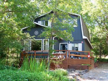 Timber Glen Cottage at Tribesman Resort.