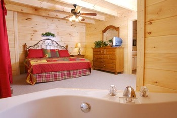 King Jacuzzi Suite at Eden Crest Vacation Rentals