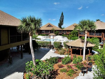 Exterior view of Signal Inn Beach & Racquetball.
