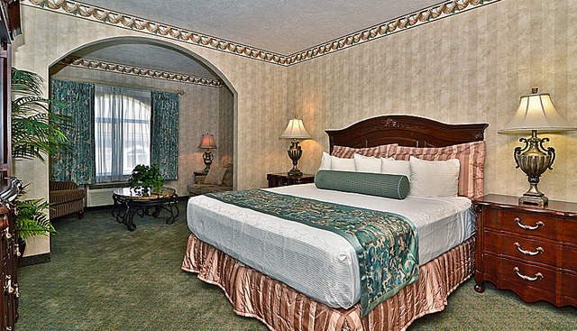 King suite at The Best Western Abbey Inn Hotel.
