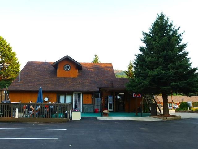 Exterior view of The Lantern Inn.