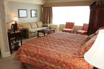 Suite bedroom at Fitgers Inn.