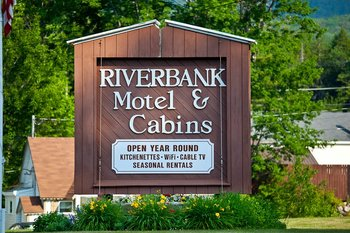 Welcome to Riverbank Motel & Cabins.