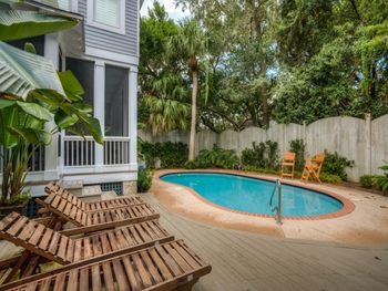Vacation rental pool at Hodnett Cooper.