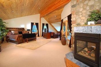 Pioneer Ridge rental bedroom at Resort Group.