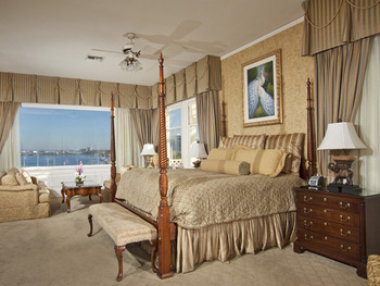 Guest room at Glorietta Bay Inn.