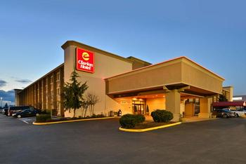 Exterior view of Clarion Hotel Federal Way.