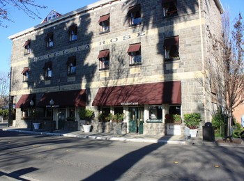 Exterior view of Hotel La Rose.